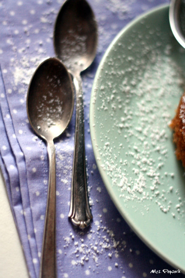 vintagelöffeln im puderzuckerschnee