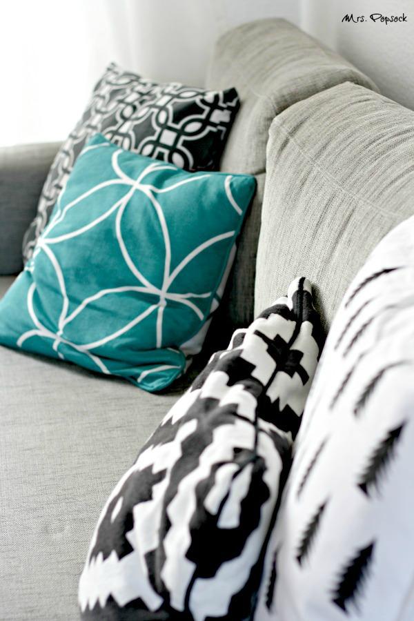 kissen auf der couch 2